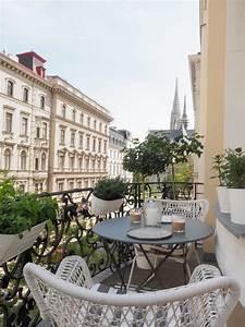 Ideen Für Kleinen Balkon : gr ner stadtbalkon styling ideen f r einen kleinen balkon ~ Eleganceandgraceweddings.com Haus und Dekorationen