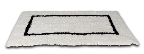 White Bath Rug With Black Border 23