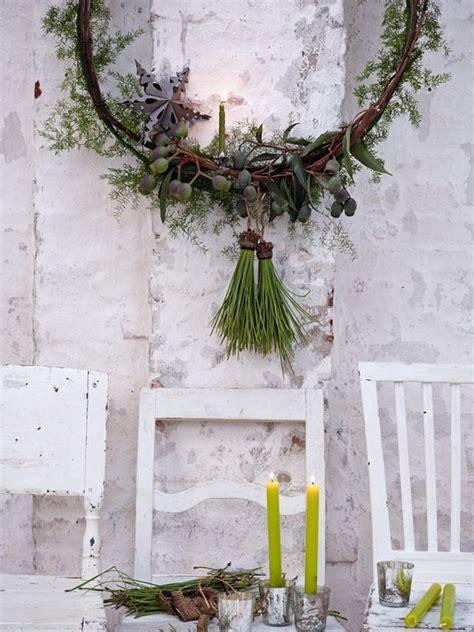amaryllis orchidee und alpenveilchen bild  deko girlande weihnachten tuerkranz weihnachten
