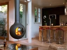 kaminofen wohnzimmer kaminofen hängend der decke praktische und attraktive ergänzung