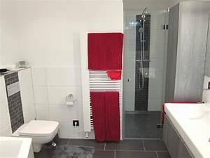 Günstige Fliesen Für Badezimmer : minimalistisches komplettbad in anthrazit und wei ~ Markanthonyermac.com Haus und Dekorationen
