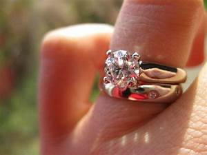 Show me your solitaire engagement ring w wedding band for Wedding rings to go with solitaire engagement ring