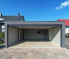Garage Für 4 Autos : gro raumgaragen ist die fertiggarage f r zwei autos garagen welt ~ Bigdaddyawards.com Haus und Dekorationen