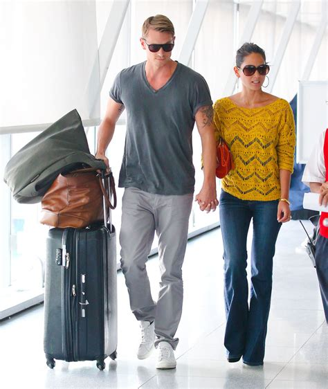 joel kinnaman y su esposa olivia munn and joel kinnaman fly out of nyc zimbio