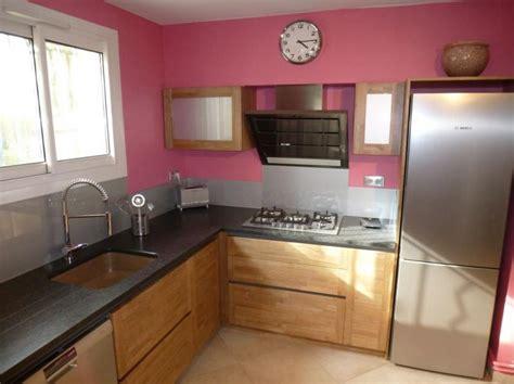 cuisine blanc laqué plan travail bois cuisine moderne sur mesure réalisée à arles plan de