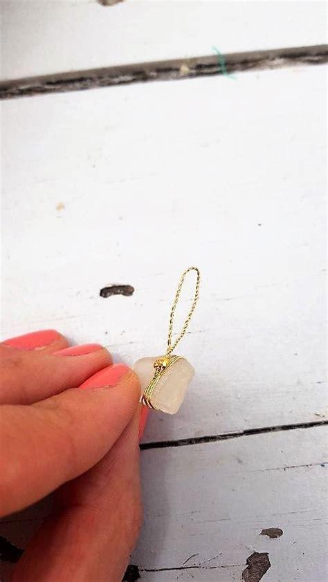 anhaenger aus strandgut glas und goldenem draht hand im glueck mein    portal