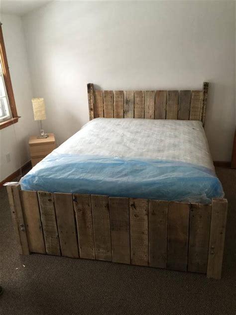 pallet bed platform diy custom built pallet platform bed 101 pallets