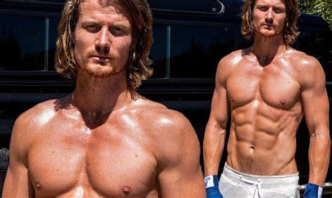 Bachelor Hunk Richie Strahan Shows Off Bulging Biceps And