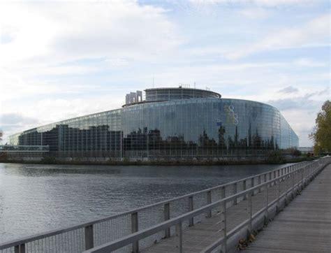 siege du parlement europeen bataille du siège du parlement européen un partout balle