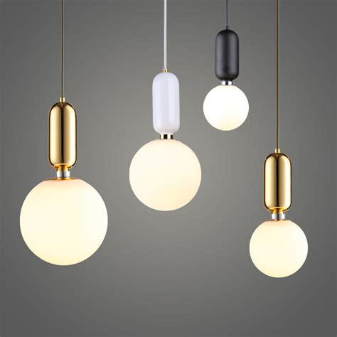 luminaires pour cuisine suspension moderne le suspension design blanc boule de verre