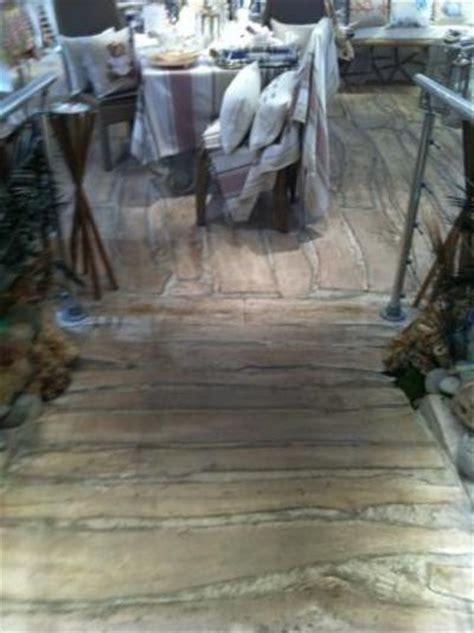 r 233 alisation plancher en bois flott 233 pour une boutique 224 st tropez ainsi que du mobilier