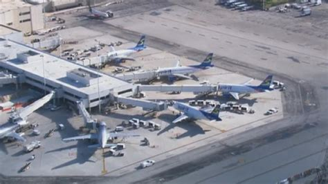 plane returns to fort lauderdale for smoky odor nbc 6