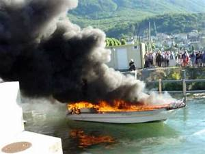 Feu De Navigation Bateau : b teau en feu au bouveret youtube ~ Maxctalentgroup.com Avis de Voitures