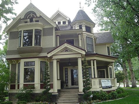 How To Paint A Victorian Style Home