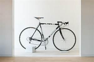 Support De Velo : le cube en marbre socle de v lo milestone v lo et design ~ Melissatoandfro.com Idées de Décoration