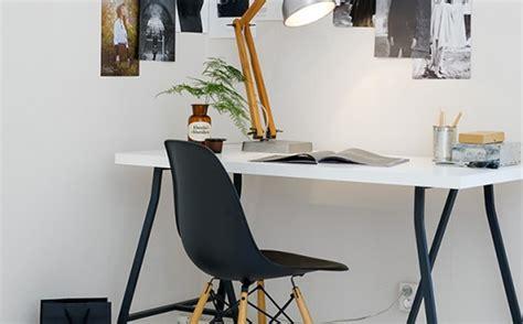chaise bureau eames get the look un bureau en noir et blanc shake my