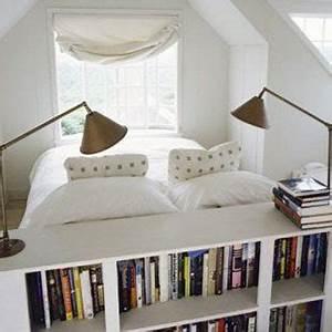 Tete De Lit Blanche : t te de lit biblioth que dans une petite chambre blanche ~ Premium-room.com Idées de Décoration