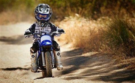 La tuta motocross bambino intera per i più piccoli è l'ideale, è l'attrezzatura che assicura una protezione completa visto che copre tutto il corpo. Tuta motocross bambino - Il completino a cui non puoi ...