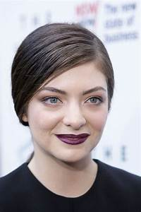 Lorde's Lesson In How To Dress Like A Vamp On The Red Carpet