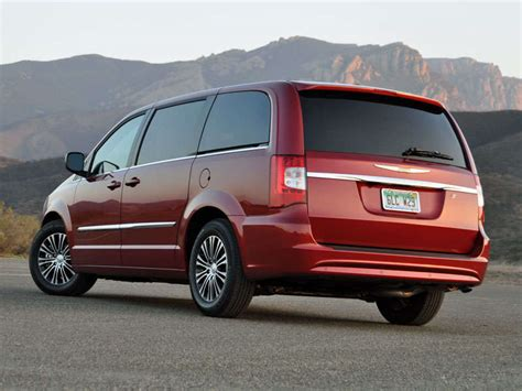 2014 Chrysler Town And Country Minivan Road Test And