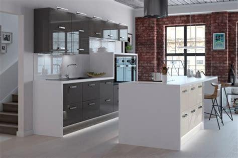carrelage cuisine credence cuisine gris anthracite 56 idées pour une cuisine chic