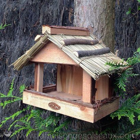mangeoire abri pour oiseaux en bois et toit en paille