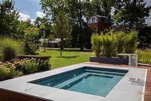 Kleiner Pool Terrasse : ein pool trotz kleinem garten ist durchaus m glich delfin wellness pr sentiert den swimmingpool ~ Sanjose-hotels-ca.com Haus und Dekorationen