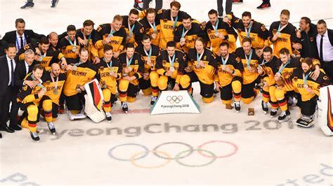 Aktuelle nachrichten zum thema eishockey mit artikeln, videos und kommentaren. Knappes Olympia-Finale: Deutsches Eishockeyteam gewinnt Silber