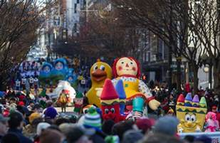 macys holiday parade brings color candy  downtown