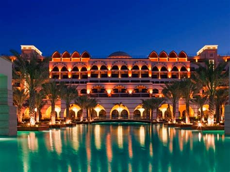 A Week In Dubai's Most Luxurious Hotels