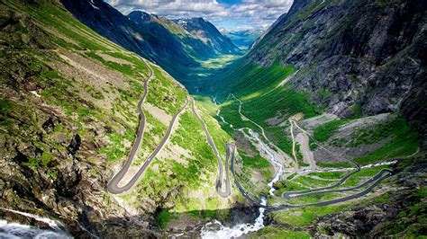 9 Stunning Roads You Should Drive Before You're 30