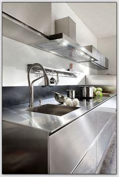cuisine inox particulier un dosseret de cuisine tendance et moderne en métal