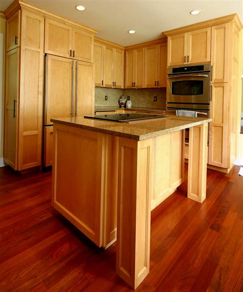 what color wood floor goes with oak cabinets wood laminate flooring with oak cabinets most widely used