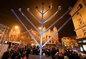 How To Light The Menorah And Hanukkah Hanukkah 2015 When Does The Jewish Festival Of Lights Begin