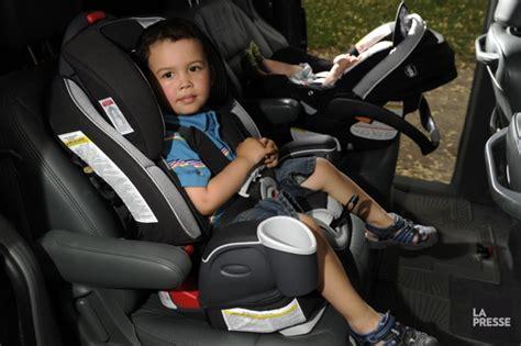 siege auto vers l avant siège d 39 auto pour bébé vers l 39 avant pas trop vite