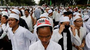 Indonesian Islamic hardliners demand execution for ...