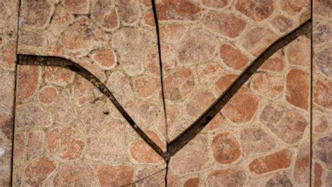 sostituire una piastrella sostituire una piastrella rotta