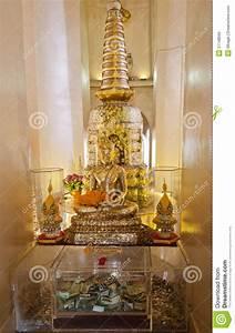 Statue Bouddha Interieur : statue de bouddha l 39 int rieur de montagne d 39 or bangkok photo stock image 37748560 ~ Teatrodelosmanantiales.com Idées de Décoration