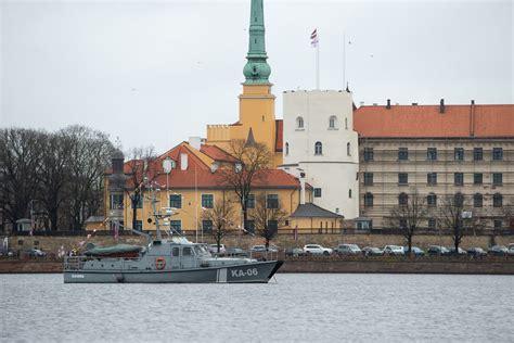 Foto: Latvijas proklamēšanas dienā Rīgā atskan 21 Nāciju ...