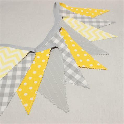 les huissiers peuvent ils entrer dans les chambres guirlande de fanions décoration chambre bébé gris et jaune