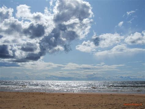Sestdienas pastaiga Vidzemes akmeņainajā jūrmalā | iinuu | Outdoor, Clouds, Beach