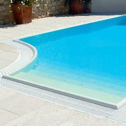 piastrelle bordo piscina bordi e piastrelle per piscina