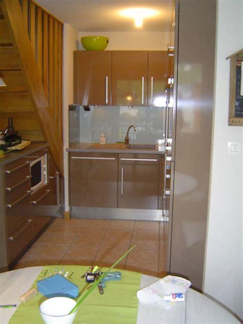 cuisine pour petit espace avec am 233 nagement sous escalier