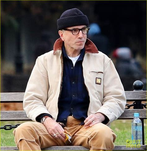 daniel day lewis enjoys  quiet time   york park bench photo  daniel day lewis