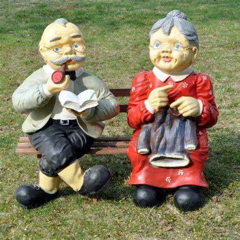 oma und opa auf bank f 220 r den garten xxxl garten terrasse