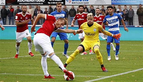 In the german football league system, it is positioned between the 2. 3. Liga heute live: Die Spiele am Samstag im TV, Livestream und Liveticker