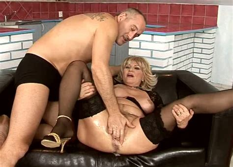 Immense Blond Mature Bbw Gets Her Hairy Pussy Tickled With