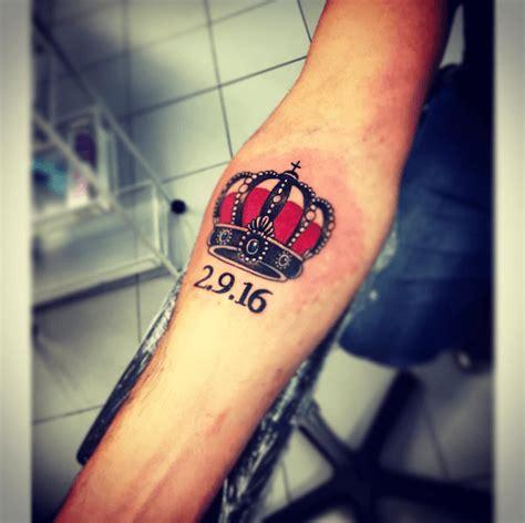 tatouage couronne homme tatouage bras homme petit id 233 es de tatouages et piercings