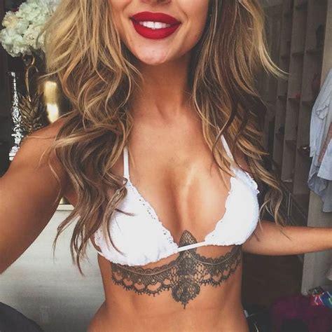 tatouage sous poitrine dentelle femme tatouage femme