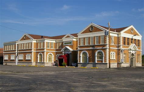 File:Decatur, IL train station.jpg